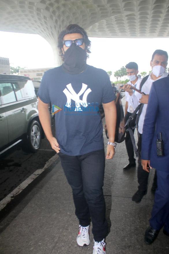 Photos Ranveer Singh, Rakul Preet Singh and Arjun Kapoor snapped at the airport (1)