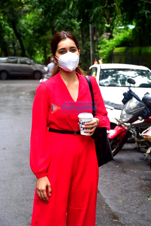 Photos Rashi Khanna spotted at the salon (1)