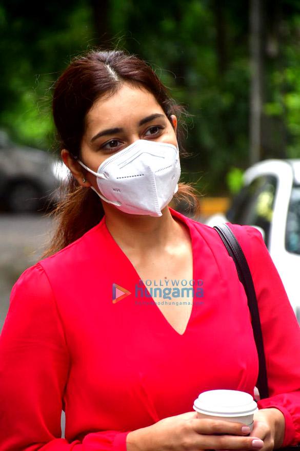 Photos Rashi Khanna spotted at the salon (5)