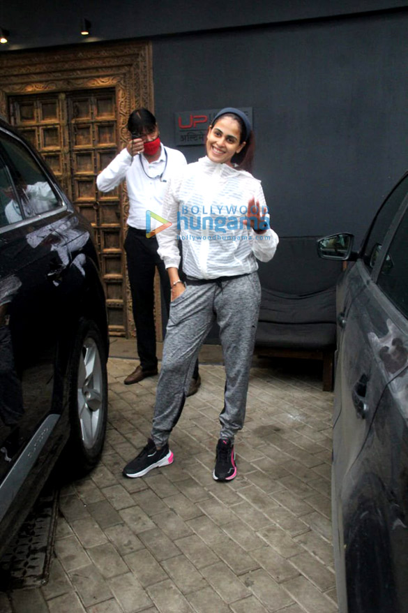 Photos Ritesh Deshmukh, Genelia D'Souza and John Abraham spotted at gym in Bandra (5)