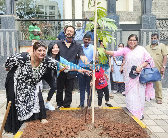 Photos Rohit Shetty, Niharica Raizada, Dr. Anusha Srinivasan Iyer and Vishvas Mote at BMC's Be A Tree Parent MEGA Vriksha Campaign (1)