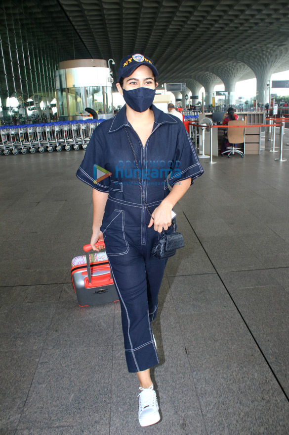 Photos: Sara Ali Khan and Sussanne Khan snapped at the airport