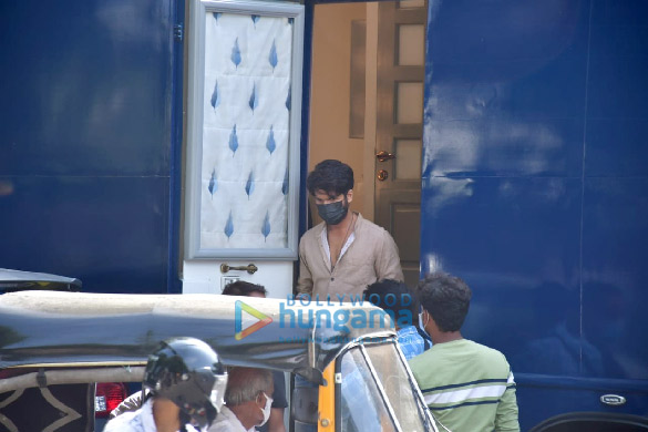 Photos: Shahid Kapoor spotted for a shoot in Bandra