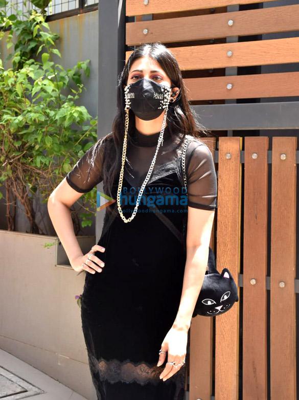 Photos Shruti Haasan snapped in Santacruz (1)