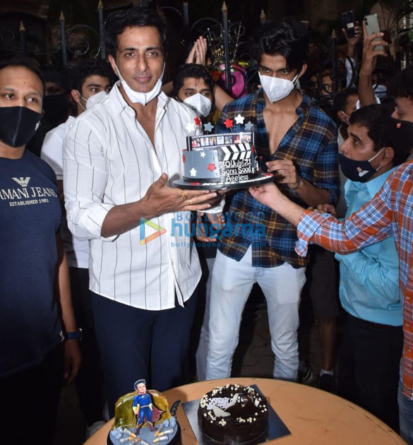 Photos Sonu Sood snapped celebrating his birthday with the media (6)