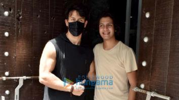 Photos: Tiger Shroff snapped at a dubbing studio in Juhu