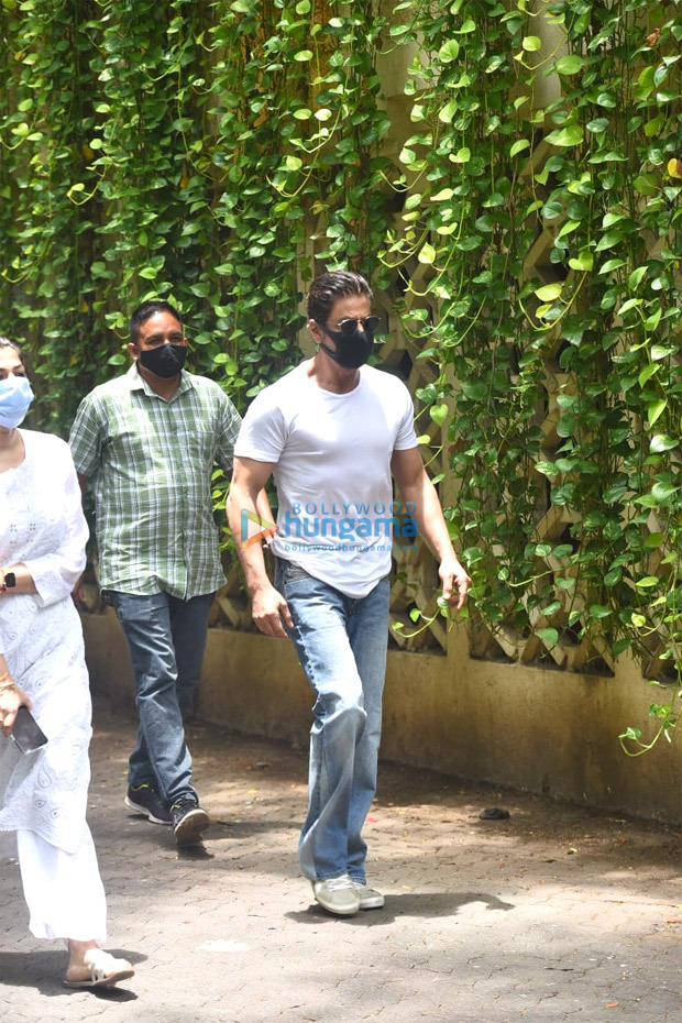 Shah Rukh Khan, CM Uddhav Thackeray, Aditya Thackeray meet Saira Banu as they pay last respects to Dilip Kumar