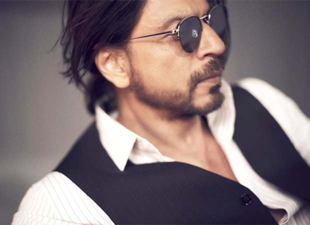 Shah Rukh Khan's latest picture takes the internet by storm, Avinash Gowariker says 'King is King'