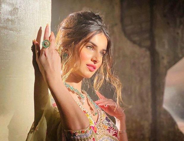 Tara Sutaria looks enchanting in traditional look