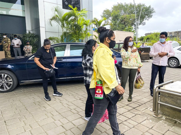 Queen flyr over hele verden for å begynne å skyte for Ashima Zippers film Ms Chatterjee vs Norway