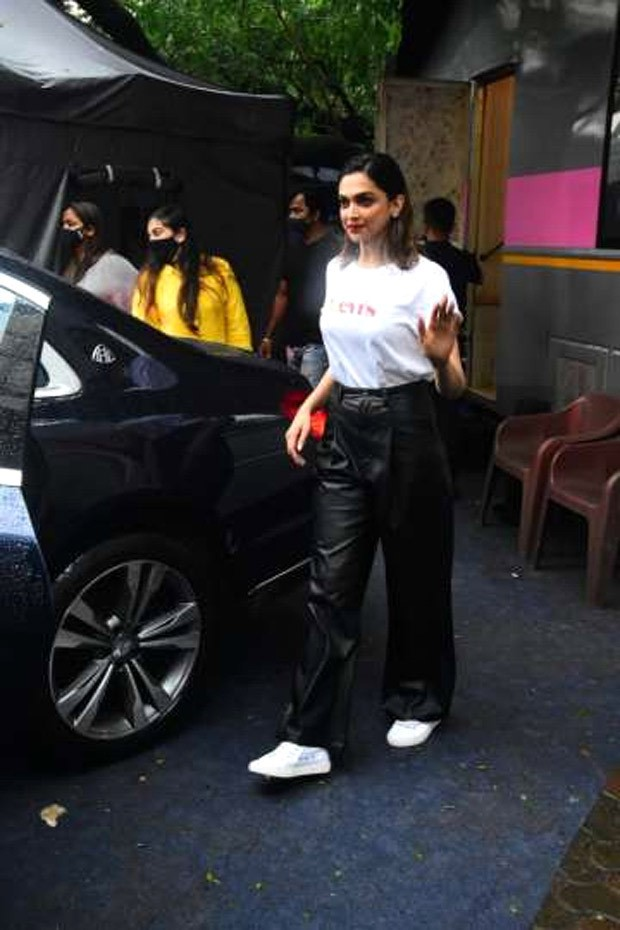 Deepika Padukone keeps her spirt high as she steps out in leather pants worth Rs. 9,000