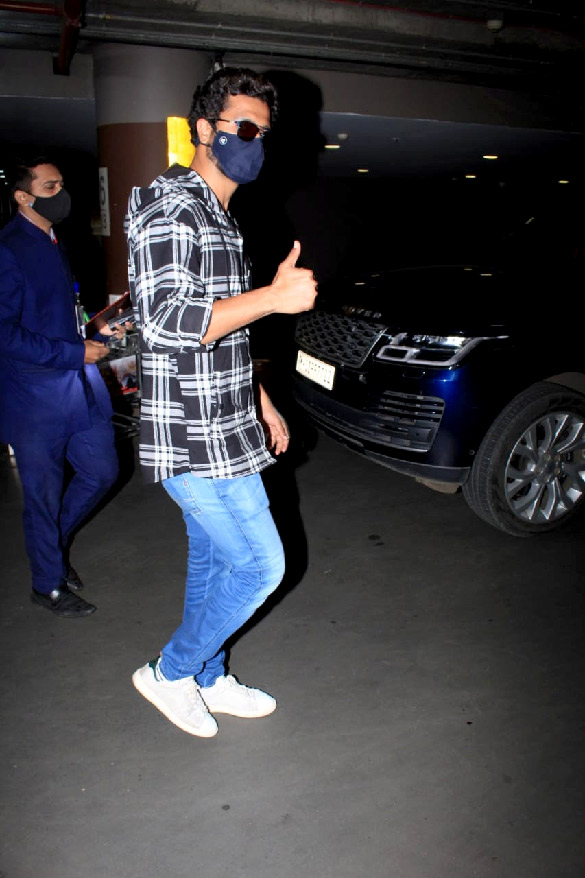 Ananya Panday and Vicky Kaushal snapped at the airport (1)