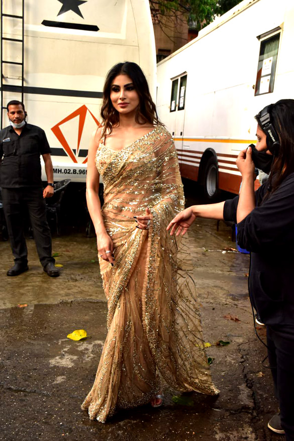Madhuri Dixit, Mouni Roy and others snapped on the sets of Dance Deewane more imgs (4)