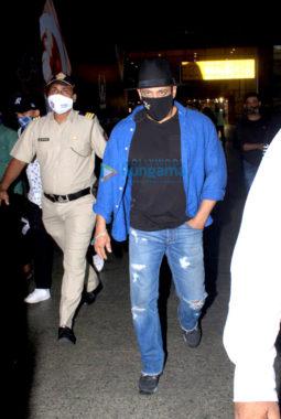 Photos: Salman khan, Disha patani and Krishna Shroff snapped at the airport