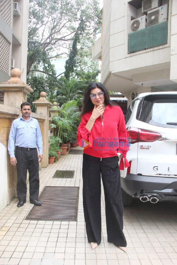 Photos: Sushmita Sen spotted outside a dubbing studio in Khar