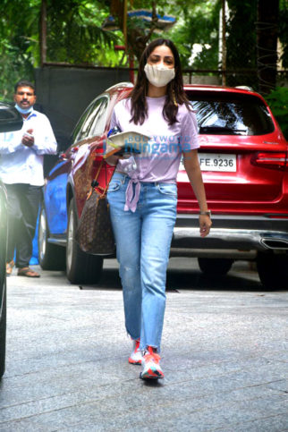 Photos: Yami Gautam Dhar snapped at the Maddock Films office