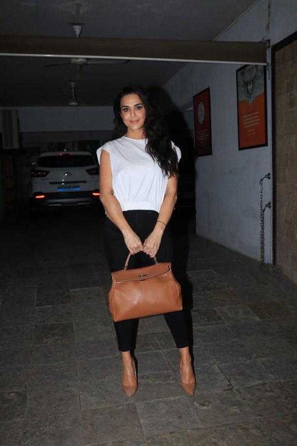 Preity Zinta spotted in Bandra (3)