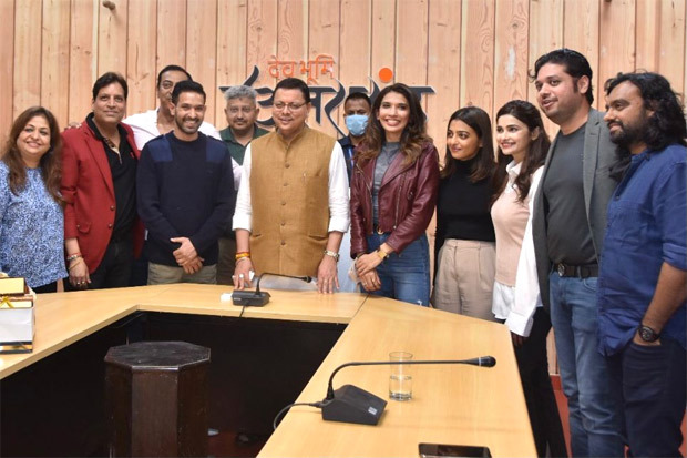 Vikrant Massey, Radhika Apte, producers Deepak Mukut, Mansi Bagla and team of Forensic meet Uttarakhand CM Shri Pushkar Singh Dhami