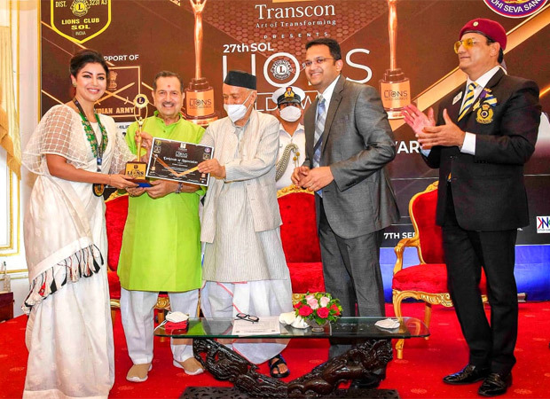 Debina Bonnerjee receives the Social Media Influencer Award at the 27th Sol Lions Gold Award 2021 : Bollywood News – Bollywood Hungama