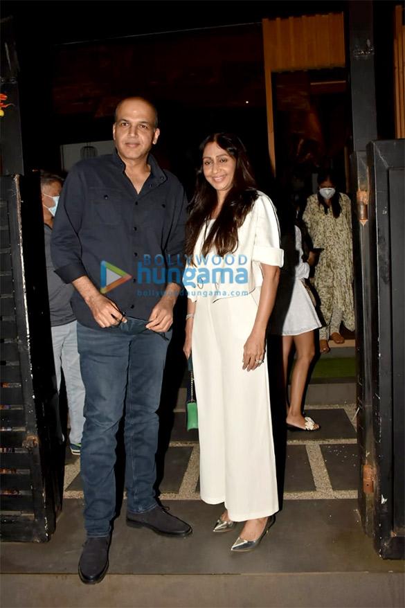 Photos Celebs grace Avinash Gowariker's wife Shazia Gowariker's birthday celebration at a restaurant in Bandra (4)