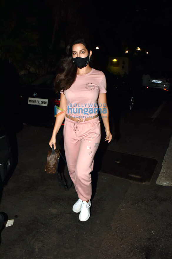 Photos Nora Fatehi snapped at a clinic in Bandra (1)