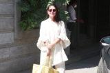 Snapped Kareena and Karisma Kapoor at father Randhir Kapoor's House in Bandra, Mumbai